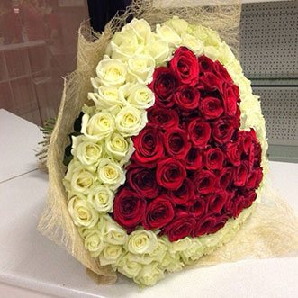 101 роза сердце в сетке