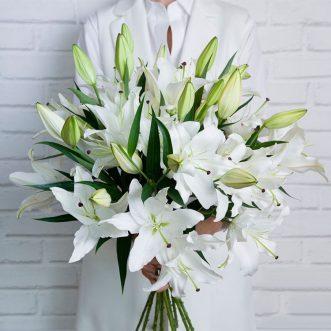 10 белых лилий