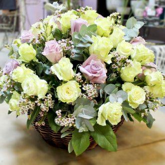 Корзина голландских роз