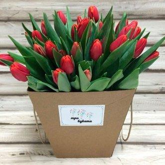 25 тюльпанов в коробке