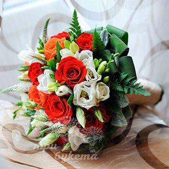 Букет невесты из роз, фрезий и вероники