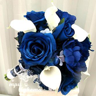 Букет невесты из синих роз и калл