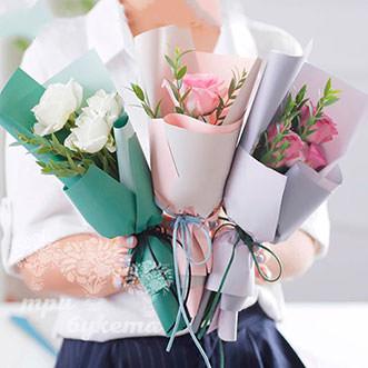 Мини-букет из 3 роз в крафте