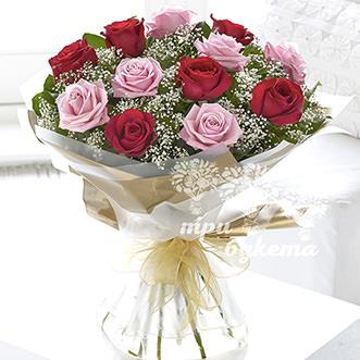Букет из 13 разноцветных роз