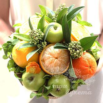 Букет из апельсинов и яблок