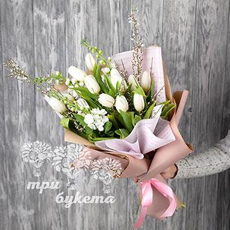 Букет из 13 белых тюльпанов