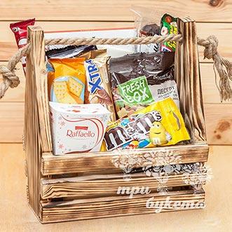 Подарочный букет из конфет в ящике